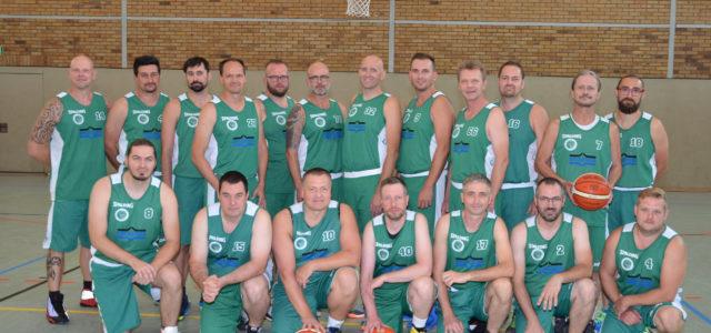 (bast/mbor) Das Team der Senioren II hat seine letzten Heimspiele verloren. Gegen den BBC Cottbus verloren die Männer mit 30:70 (12:44), gegen die Vorortberliner des SSV Lok Bernau hieß es […]